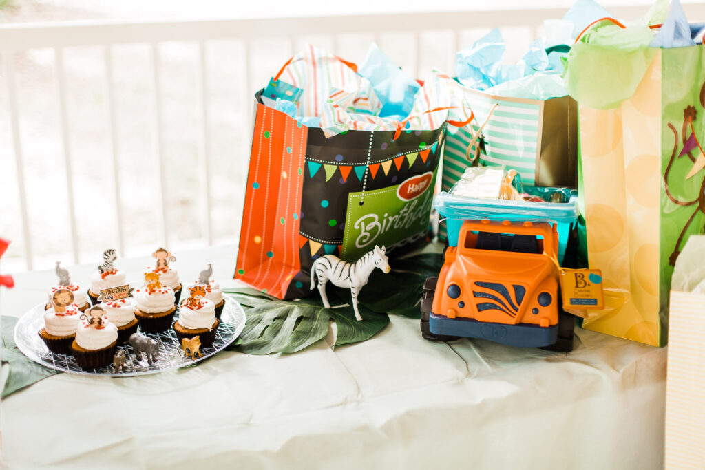 gift table with jungle cupcakes