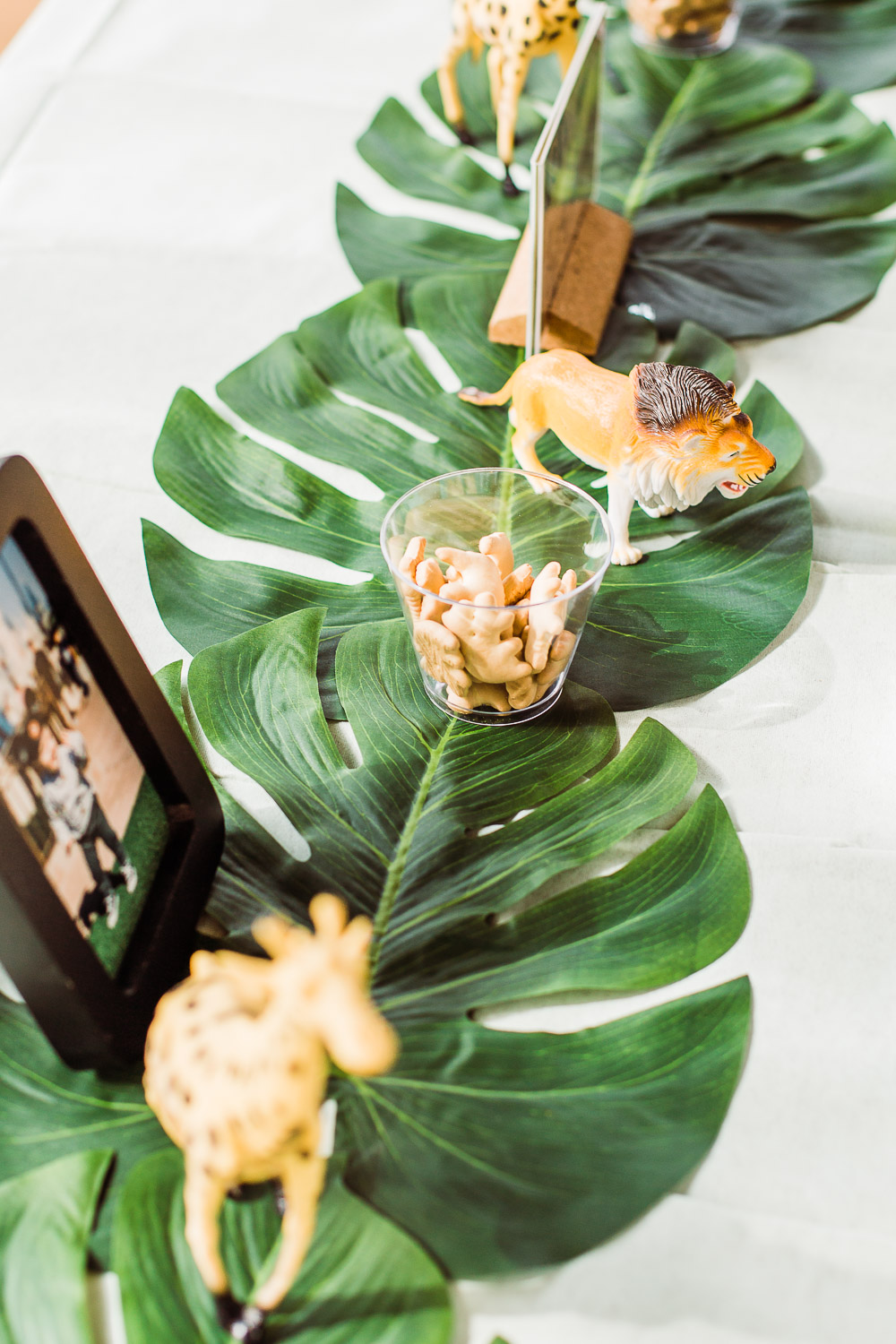 palm leaves table runner party